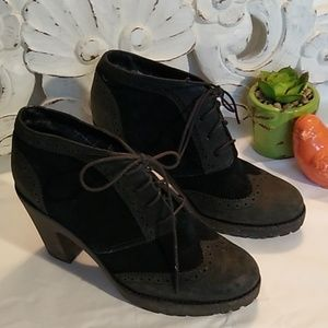 Sperry size 8M lace up heel boots